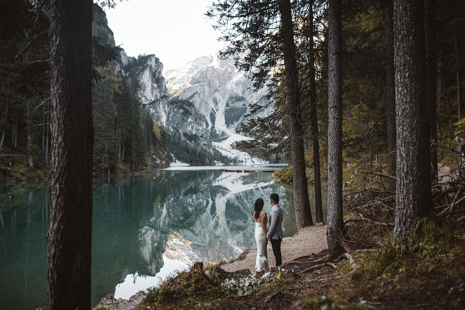 Lago di Braies Dolomites Elope